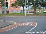 Śluza rowerowa w Aberdeen, Szkocja. W wielu krajach Europy śluzy rowerowe są nadal nowością na polskich drogach.