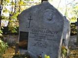 Grób Stanisława Gąsienicy-Byrcyna, przewodnika tatrzańskiego, jednego z pionierów ratownictwa tatrzańskiego.