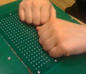 prototyp matrycy dla niewidomych opracowany na AGH.