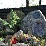 Grób ratowników górskich Marka Łabunowicza i Bartka Olszańskiego.