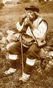 Galicja Małopolska Hucuł z glinianą fajką
