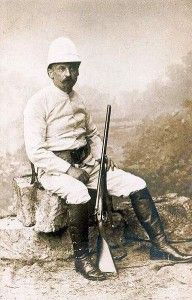 J.Mien - Portret Henryka Sienkiewicza w stroju safari