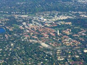 Uniwersytet Stanforda z lotu ptaka. Klastry