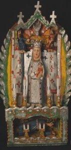 Kapliczka: Matka Boska z Dzieciątkiem; Chrystus Upadający pod krzyżem drewno polichromowane Wyk. Antoni Mazur, 2005 r. Nr inw. 79369/MEK Fot. Jacek Kubiena
