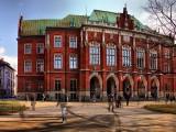Dziekanat Wydziału Prawa i Administracji Uniwersytetu Jagiellońskiego znajduje się w Collegium Novum