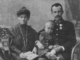 Edmund Wojtyła z rodzicami, Emilią i Karolem.