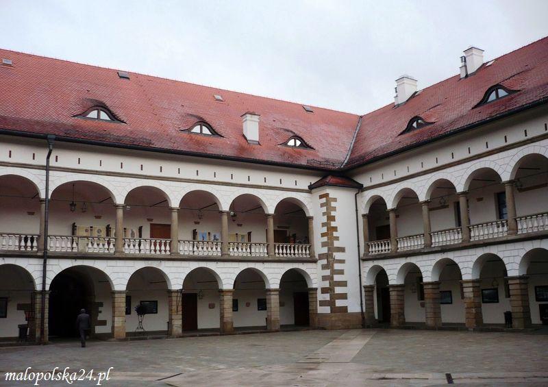 Zamek w Niepołomicach - puszcza, czakram i perły ...