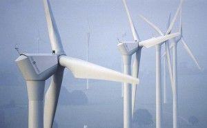 Farma wiatrowa. Foto: DeWind, Wikimedia.