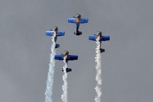 Czeska grupa akrobacyjna The Flying Bulls, foto: Michal Adamowski.