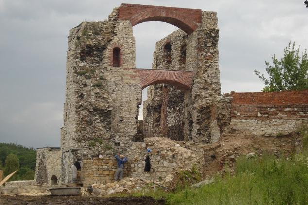 Zamek Tenczyn Budynek północno-zachodni (dawna gotycka brama wjazdowa)