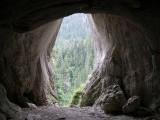 Jedno z Okien Pawlikowskiego w Jaskini Mylnej.  Jaskinia ta leży w Dolinie Kościeliskiej i po raz pierwszy została zbadana w 1885r. przez Jana Pawlikowskiego. Foto:  EMeczKa, Wikipedia.