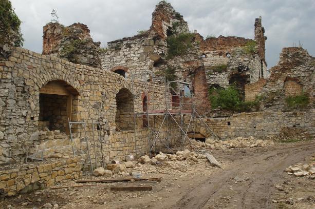 Zamek Tenczyn Mur południowo-zachodni
