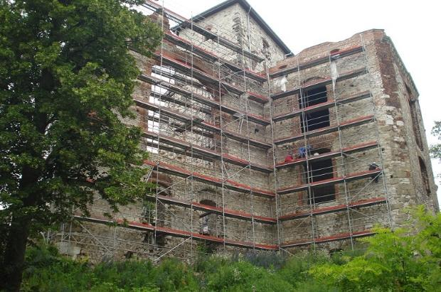 Zamek Tenczyn Przedbramie i budynek południowo-zachodni