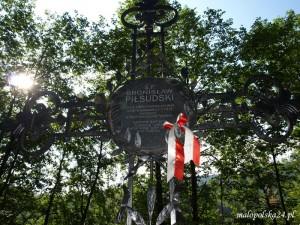 W 2000r. na Zakopiańskim Cmentarzu Zasłużonych na Pęksowym Brzysku ufundowano Bronisławowi Piłsudskiemu symboliczną mogiłę.