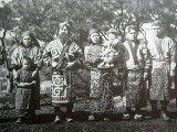 Ajnowie, zdjęcie z 1904 roku.