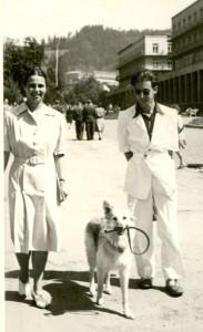 Helena i Roman Husarscy z psem Tajgą. Foto: archiwum rodziny Husarskich