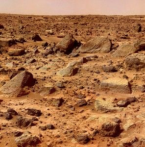 Skalista powierzchnia Marsa, sfotografowana przez Mars Pathfinder.