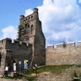 """Pewnego dnia, gdy jechałam do Sandomierza, nieoczekiwanie moim oczom ukazał się widok miły każdemu """"zwiedzaczowi"""" – gród, położony na niewielkim wzniesieniu, otoczony kamiennym murem. Oto Szydłów (woj. świętokrzyskie), zwany też […]"""