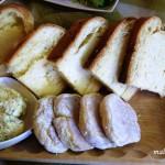 Proziaki, jaglak i masło czosnkowe z koperkiem.