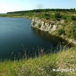 Zalane woda wyrobisko po kamieniolomie skarpa-okolice Gacek