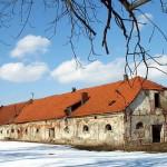 stodoła przy pałacu w Pełkiniach